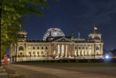 Reichstagsgebäude in der Abenddämmerung